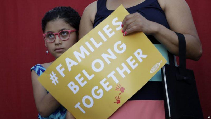 Senadores de EE.UU. piden fin de separación de familias en la frontera