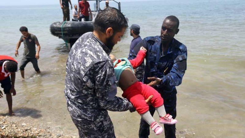 Autoridades exigen a algunos migrantes renunciar a sus solicitudes de asilo a cambio de volver a ver a sus hijos