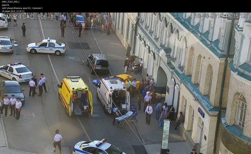 Taxi atropella a multitud en Moscú; 3 mexicanos heridos