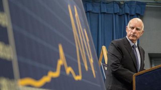 Con el  gobernador Brown, California pasó de un déficit financiero de 27 mil millones de dólares a un superávit es de 13.8 mil millones
