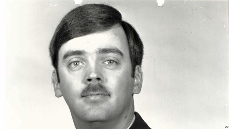 Detienen a un capitán 35 años después que desertó de la Fuerza Aérea de EU.