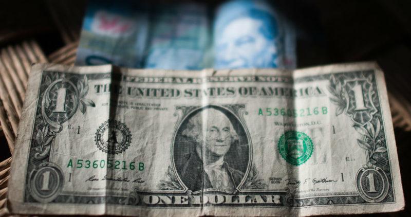 Dólar se encamina a los 21 pesos por declaraciones de Trump; Banxico intervendría para suavizar caída
