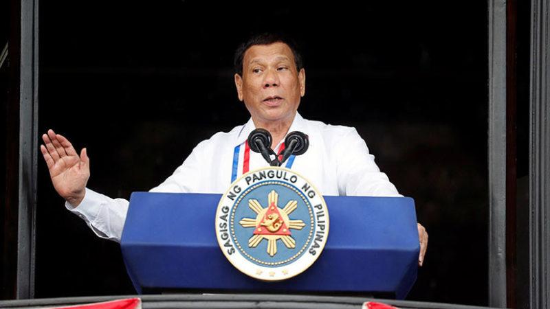 """Duterte: """"Su Dios es estúpido, el mío tiene sentido común"""""""