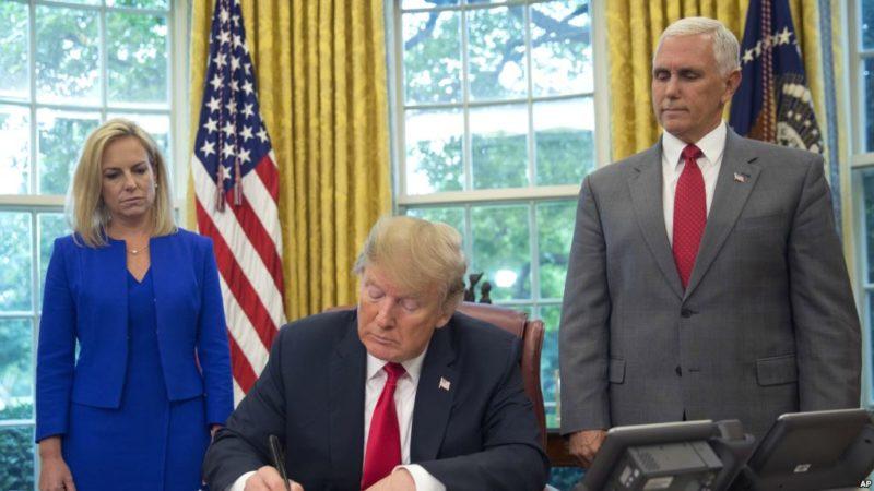 Videos: Trump firma orden ejecutiva para detener separación de familias migrantes