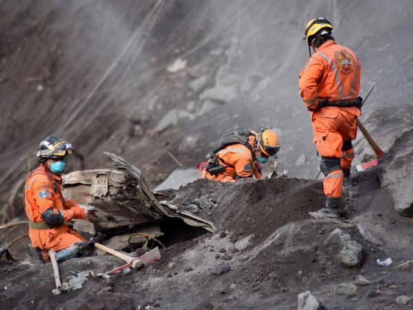 Suspenden labores de rescate en la zona devastada por el Volcán de Fuego: ya son 100 muertos y 197 desaparecidos