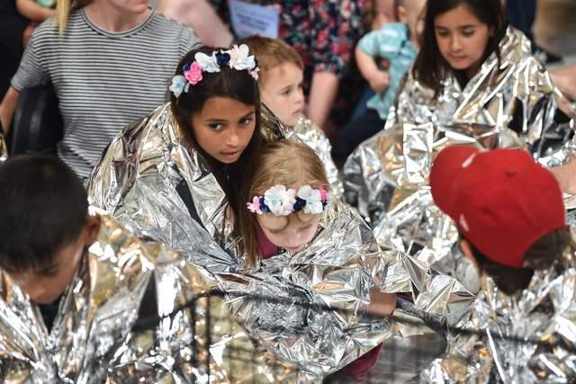 Más de 2 mil niños migrantes aún lejos de su familia en EU