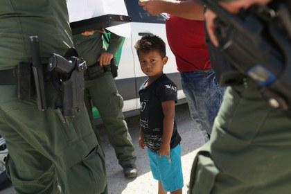 """""""Separar familias inmigrantes es inmoral"""": Iglesia católica en EU"""