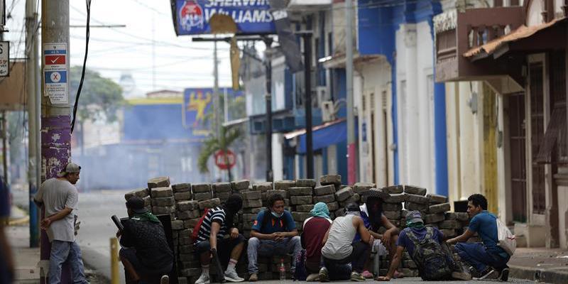 Cuatro muertos, entre ellos un bebé, por ataques de fuerzas gubernamentales en la capital de Nicaragua