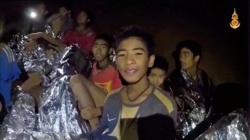 Videos: Los seis primeros niños han sido rescatados de la cueva en Tailandia; faltan otros seis