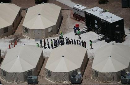 Senado de EU quiere investigar abuso de inmigrantes en centros de detención