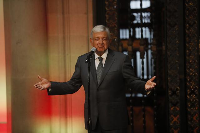 AMLO ganará 108 mil pesos al mes, 162 mil menos de lo que percibe Peña Nieto; no baja los salarios de plazas medianas