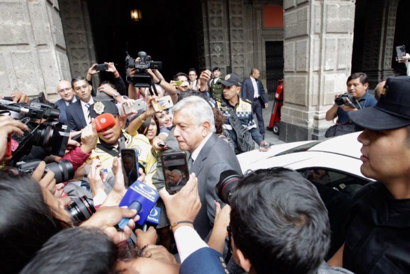 Se reúnen Peña y AMLO en Palacio Nacional