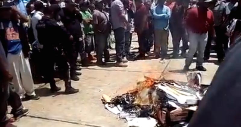 Chilchota, Michoacán: civiles entran a las casillas, sacan la papelería electoral y la queman