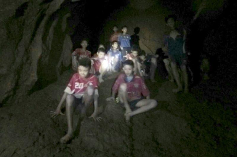 Video: Aceleran rescate de niños atrapados en cueva de Tailandia