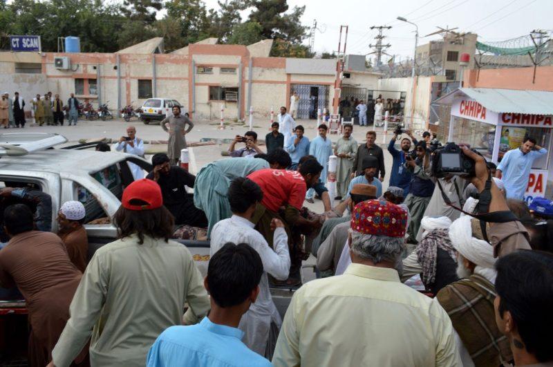 Suman 128 muertos por atentado terrorista en mitin en Pakistán