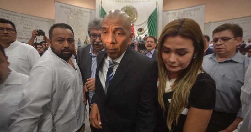 """Yunes se sale con la suya: deja a """"Fiscal carnal"""" para que le cuide la espalda en Veracruz"""