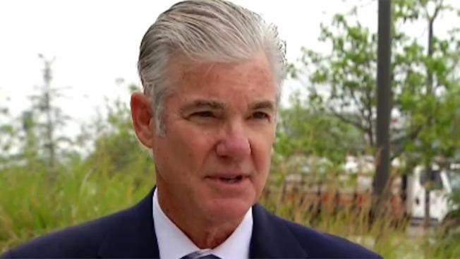 El Superintendente Estatal de Instrucción Pública de California, Tom Torlakson, 17 estados y el distrito de Columbia demandan a Trump por rechazar a solicitantes de asilo y separar familias