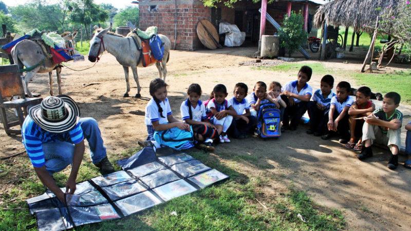 El Biblioburro: Los libros que llegan en burro a los lugares más apartados y pobres de Colombia