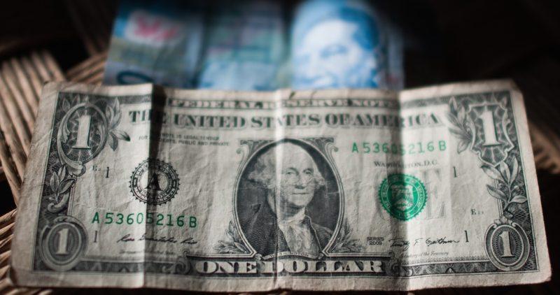Pronósticos de Urzúa y reunión de AMLO y empresarios dan otro empujón al peso: el dólar baja