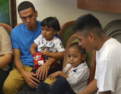El régimen de Trump regresa a sólo la mitad de los niños a sus padres