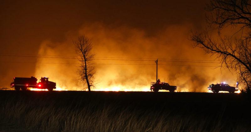Gobernador Brown declara estado de emergencia por incendios en condados de Shasta y Riverside