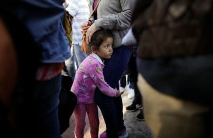 Separación de familias, primero de una serie de medidas radicales sin precedente de Trump contra inmigración indocumentada
