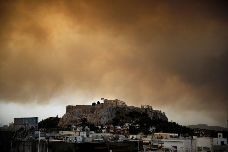 Fotos: 70 muertos y más de 150 heridos por los incendios forestales en Grecia
