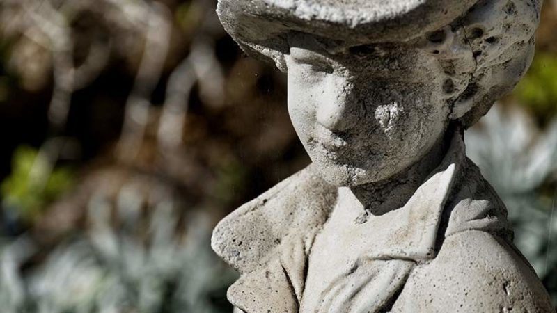 Un niño 'se convierte en piedra' debido a una rarísima enfermedad