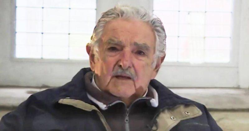 """Video: Muchos lo van a criticar, pero salve el destino de ese maravilloso pueblo, dice """"Pepe"""" Mujica a AMLO"""