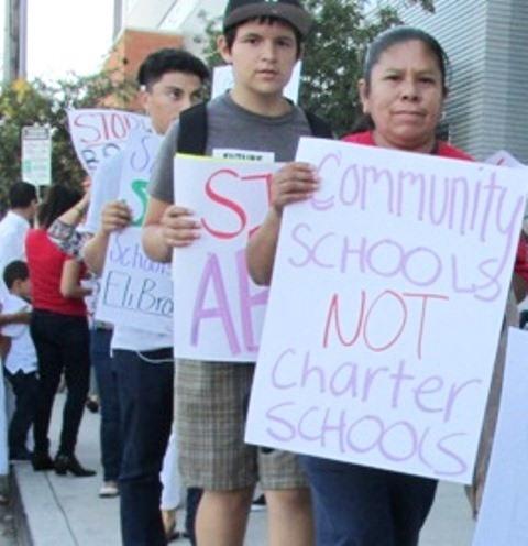 """El sindicato de maestros de Los Angeles se recicla para """"parar en seco a privatizadores"""""""