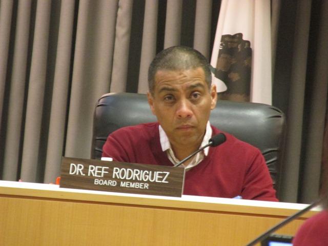El reformista Ref Rodríguez renuncia a su cargo en la Junta Educativa del distrito escolar. Admitió que lavó dinero y que conspiró