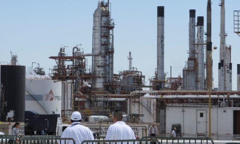 AMLO anuncia la construcción de dos refinerías y la rehabilitación de seis existentes