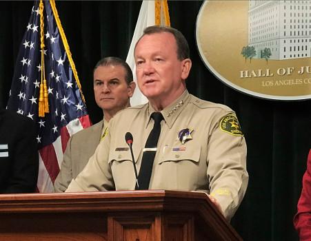 Investigan posible creación de camarillas secretas de oficiales del Sheriff de Los Angeles