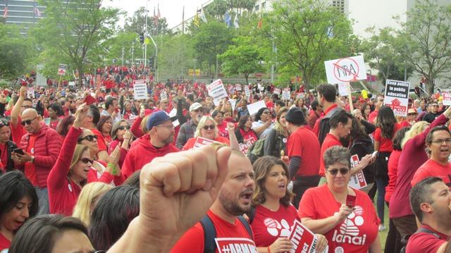 """Video: Ante inacción y silencio del superintendente Austin Beutner, """"se mira muy cerca"""" un paro laboral de maestros"""