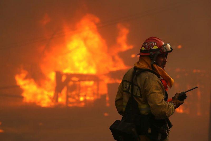 Incendios en California: ya son 11 los muertos por fuegos que no dan tregua a los bomberos