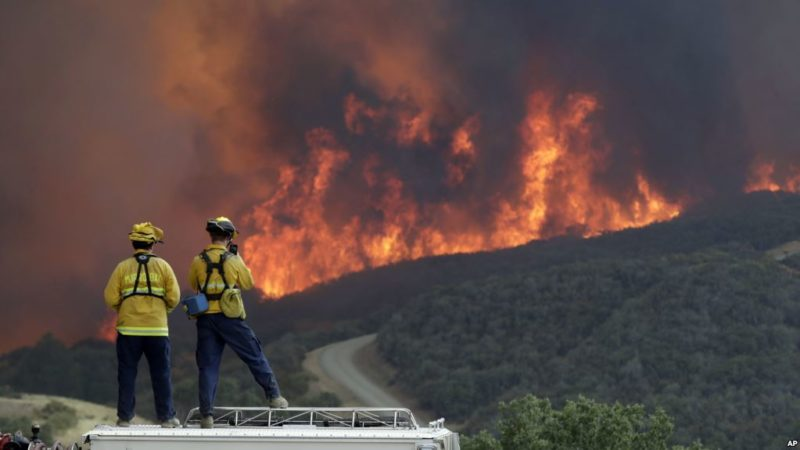 Estado de emergencia en California, a causa de 13 grandes incendios