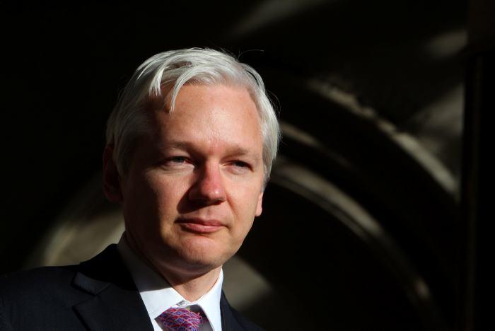 Senado de EU cita por escrito a Assange por caso ruso