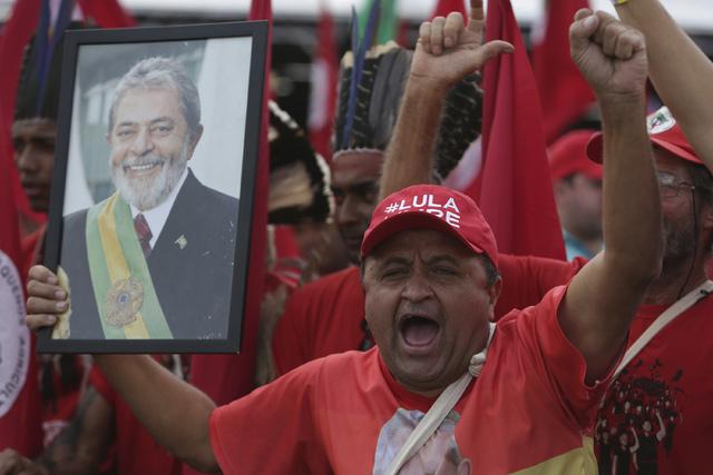 Lula da Silva es inscrito como candidato presidencial