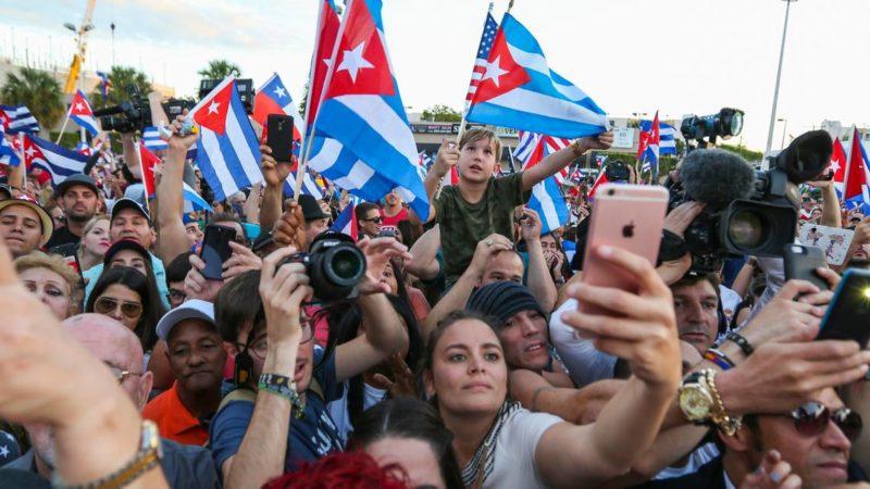 Cubanos en EU podrán hacer sugerencias sobre proyecto de Constitución, dice el gobierno