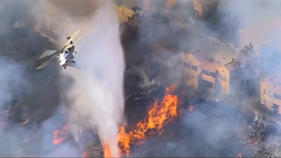 Se expanden los incendios: ocho fallecidos