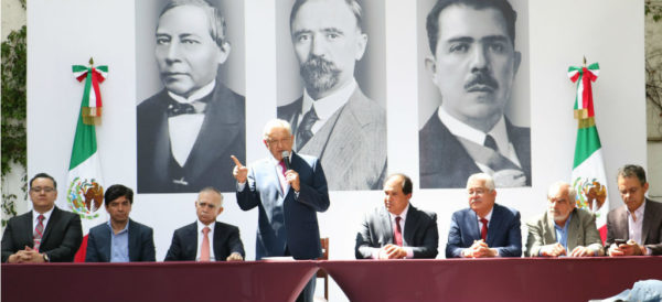 Video: Los 7 hombres de Palacio Nacional
