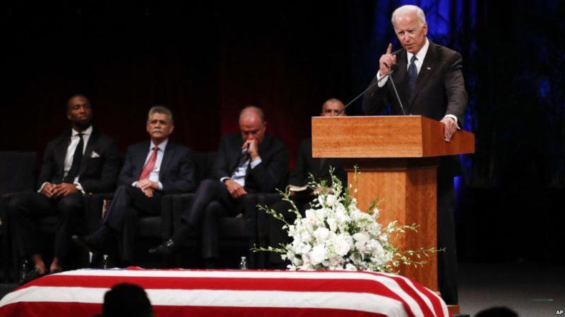 EU debilita grandeza cuando se esconde detrás de paredes en lugar de derrumbarlas: McCain, en mensaje póstumo