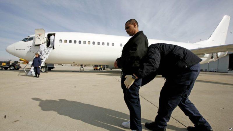 Sin precedente: Juez ordena regreso de vuelo con dos inmigrantes deportadas