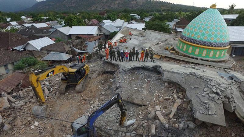 Un sismo de magnitud 6,2 sacude Indonesia y derrumba edificios