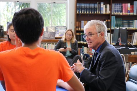Urge promover la salud mental de los estudiantes, destaca el titular de Educación de California. Aumenta el suicidio entre jóvenes