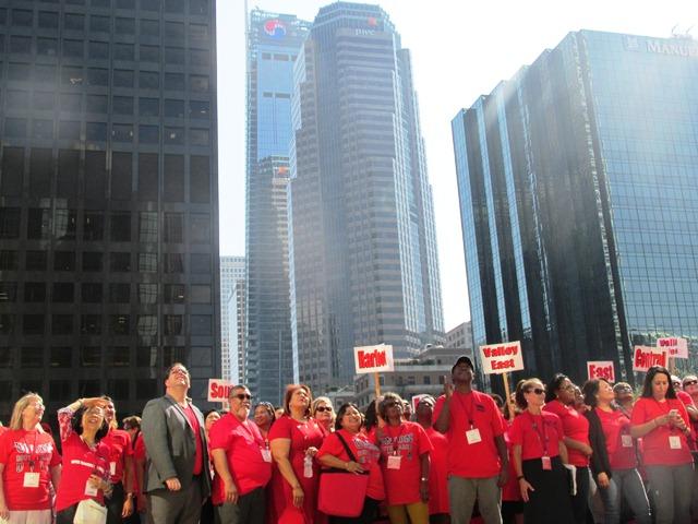Video: Maestros de Los Angeles inician hoy una votación para determinar si estallan una huelga