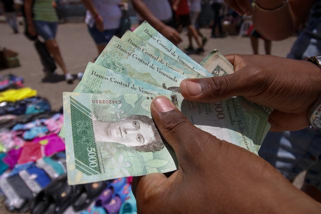 Desconcierto y temor en Venezuela por nueva moneda
