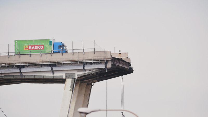 Videos: Al menos 35 muertos por el desplome del puente Morandi, en Génova
