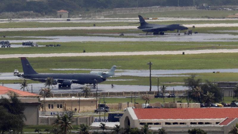 EN VIVO: Un tirador se atrinchera en una base de la Fuerza Aérea de EE.UU.