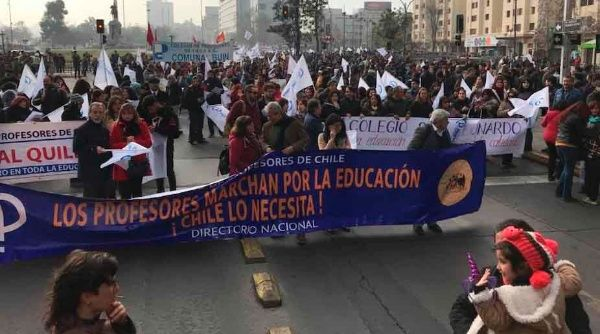 Videos: Profesores chilenos van a paro por mejoras salariales